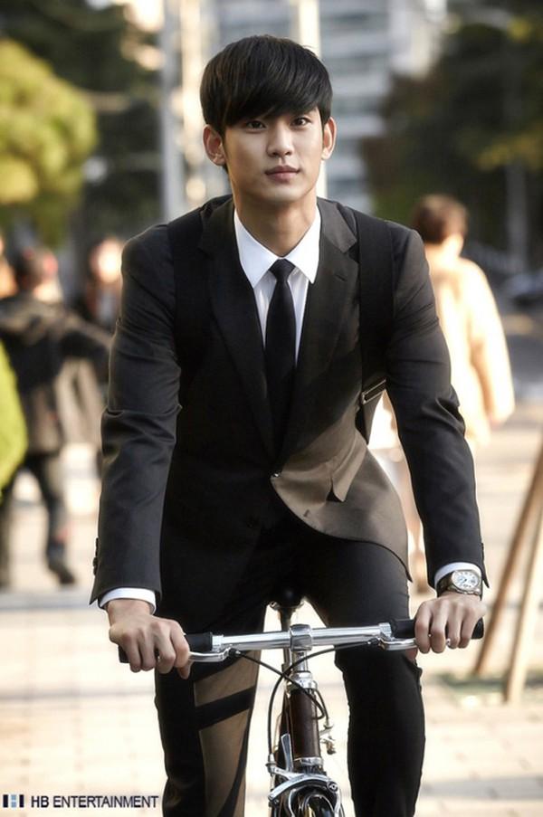 """Kim Soo Hyun bảnh bao trong tạo hình """"giáo sư 400 tuổi"""" 3"""