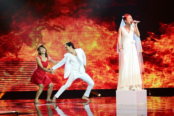 """Tứ kết 1 """"Tôi là người chiến thắng"""": Giám khảo Hoài Linh thu hút khán giả 9"""
