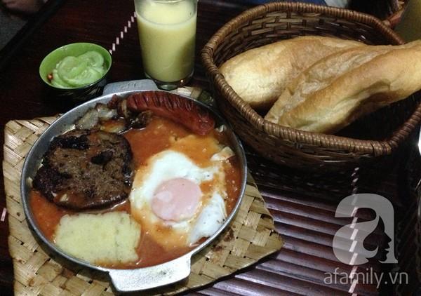 """""""Thèm thuồng"""" trước những hàng bánh mì ngon nổi tiếng Hà Nội 8"""