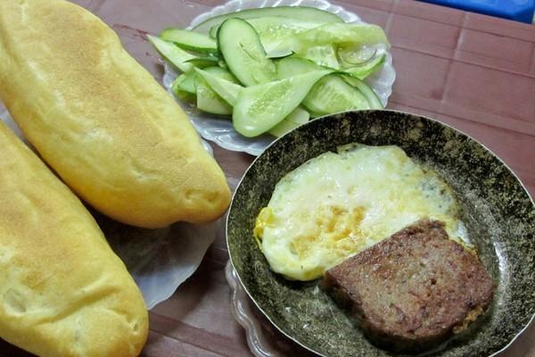 """""""Nuốt nước miếng"""" với bánh mì chảo ngon nổi tiếng Hà Nội 1"""
