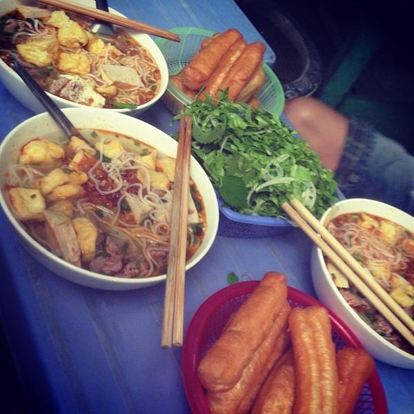 Những quán bún riêu cua vỉa hè siêu ngon tại Hà Nội 8