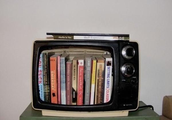 5 ý tưởng bất ngờ biến tivi cũ thành đồ dùng hữu dụng  3