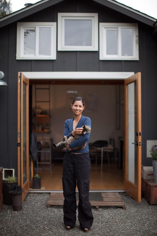 Ngôi nhà ấm cúng được nữ nghệ sĩ tự tay cải tạo từ gara cũ 2