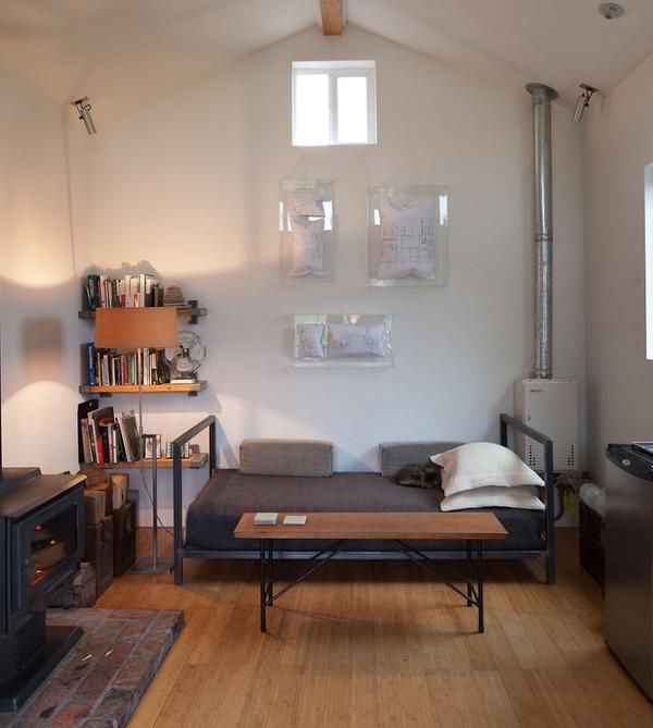Ngôi nhà ấm cúng được nữ nghệ sĩ tự tay cải tạo từ gara cũ 4
