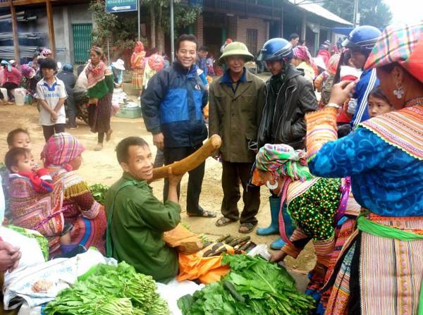 Rộn rã sắc xuân chợ phiên vùng cao Tây Bắc 6