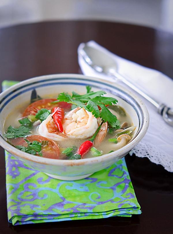 Xuýt xoa với món canh Tom Yum Goong nóng hổi thơm phức 1
