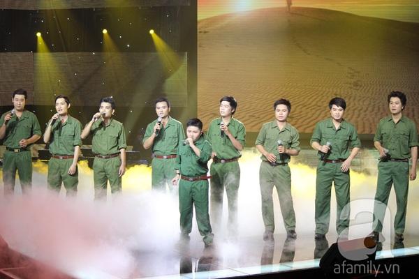 """The Voice Kids Liveshow 1: Nguyễn Quang Anh """"lên đồng"""" với """"Chiếc khăn Piêu"""" 10"""