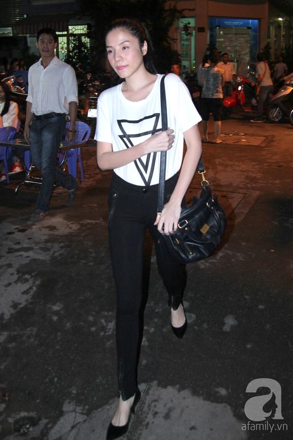 Trời về khuya vẫn đông nghệ sỹ đến viếng Wanbi Tuấn Anh 26