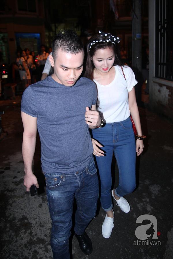 Trời về khuya vẫn đông nghệ sỹ đến viếng Wanbi Tuấn Anh 28