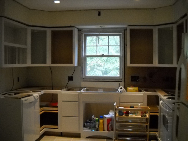 """Ngắm nhà bếp cũ kỹ trở nên tươi mới sau khi """"lột xác"""" 5"""