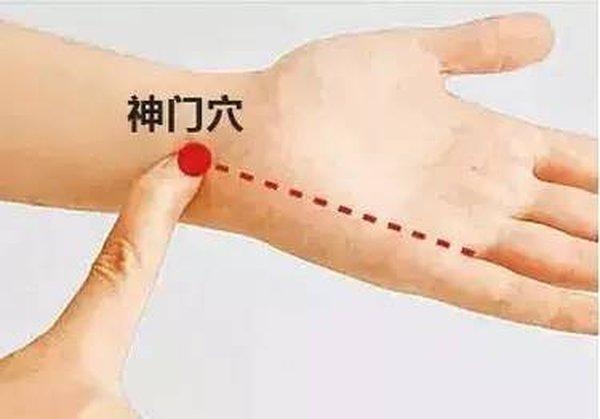 - huyet than mon - Đây là lí do bạn nên ngừng đeo đồng hồ và vòng tay ở cổ tay trái ngay và luôn!