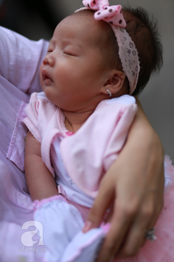 Độc quyền: Lễ rửa tội cho con gái Ốc Thanh Vân 7