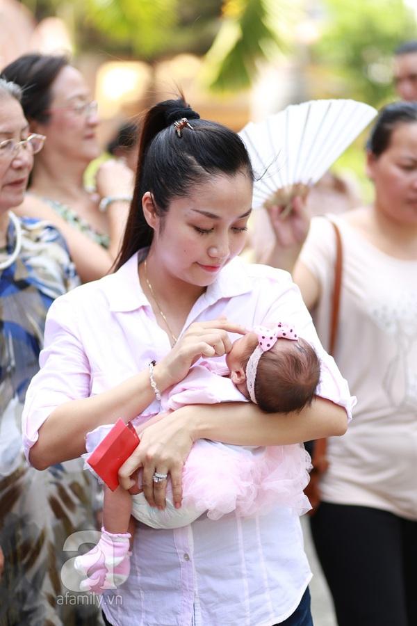 Độc quyền: Lễ rửa tội cho con gái Ốc Thanh Vân 2