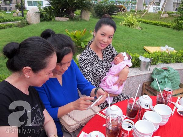 Độc quyền: Lễ rửa tội cho con gái Ốc Thanh Vân 11