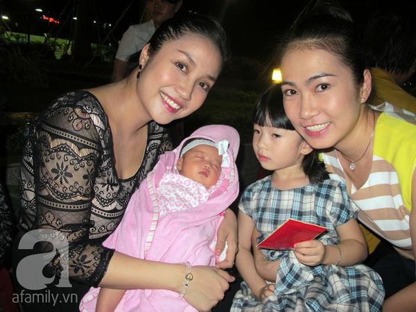 Độc quyền: Lễ rửa tội cho con gái Ốc Thanh Vân 12