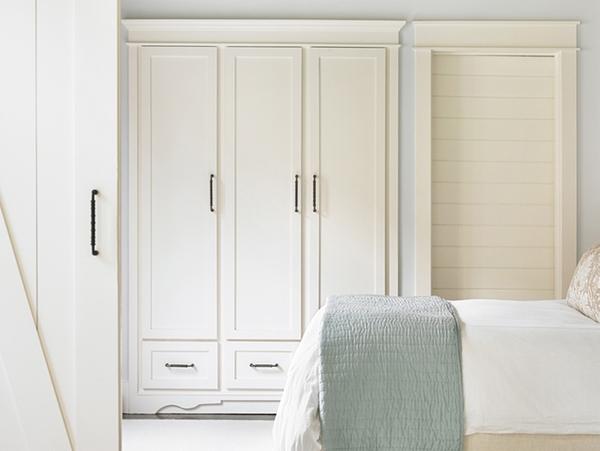 Tư vấn bố trí nội thất cho phòng ngủ 13m² vướng cột 4 góc 6