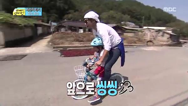 """""""Bố ơi, mình đi đâu thế?"""": Bố Dong Il hóa... bà cô lòe loẹt 2"""
