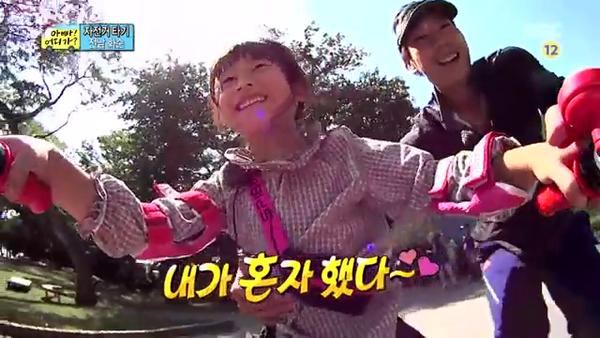 """""""Bố ơi, mình đi đâu thế?"""": Bố Dong Il hóa... bà cô lòe loẹt 4"""