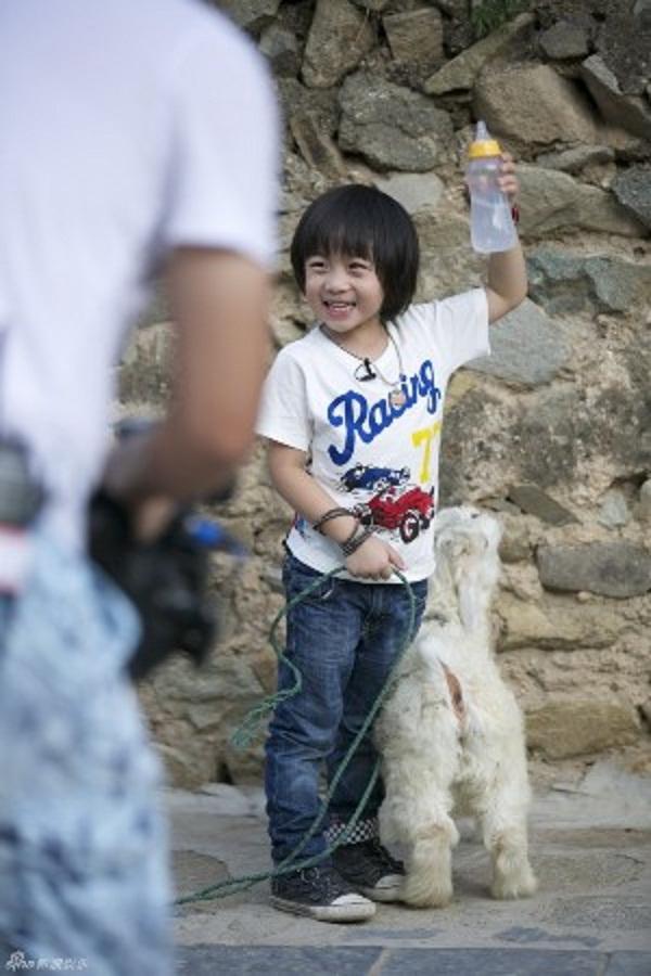 Những khoảnh khắc cực đáng yêu của con trai Lâm Chí Dĩnh 14