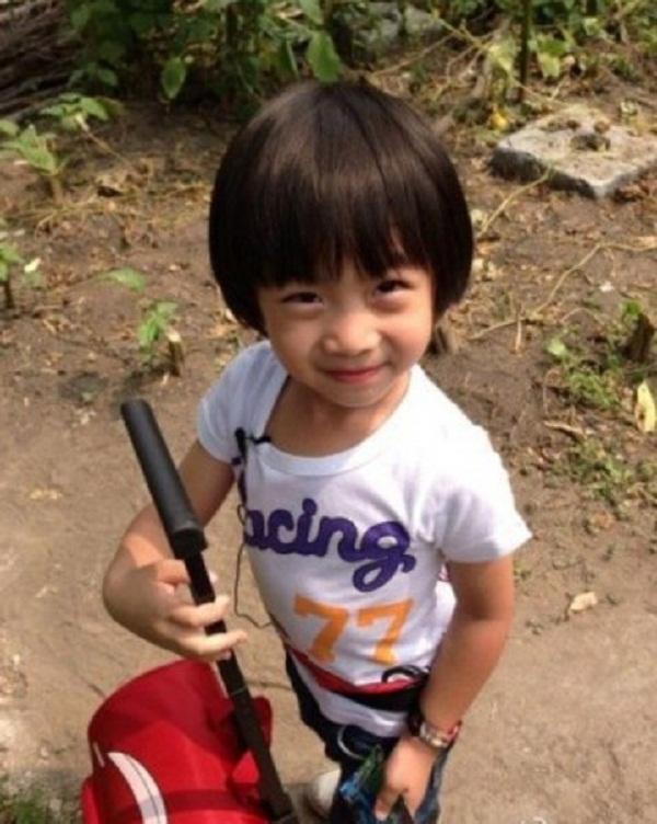 Những khoảnh khắc cực đáng yêu của con trai Lâm Chí Dĩnh 16