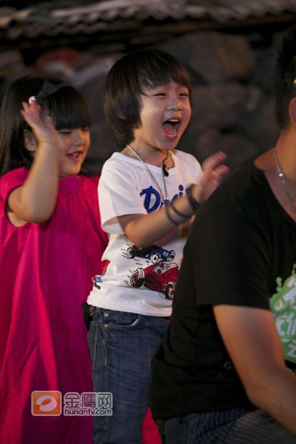 Những khoảnh khắc cực đáng yêu của con trai Lâm Chí Dĩnh 18