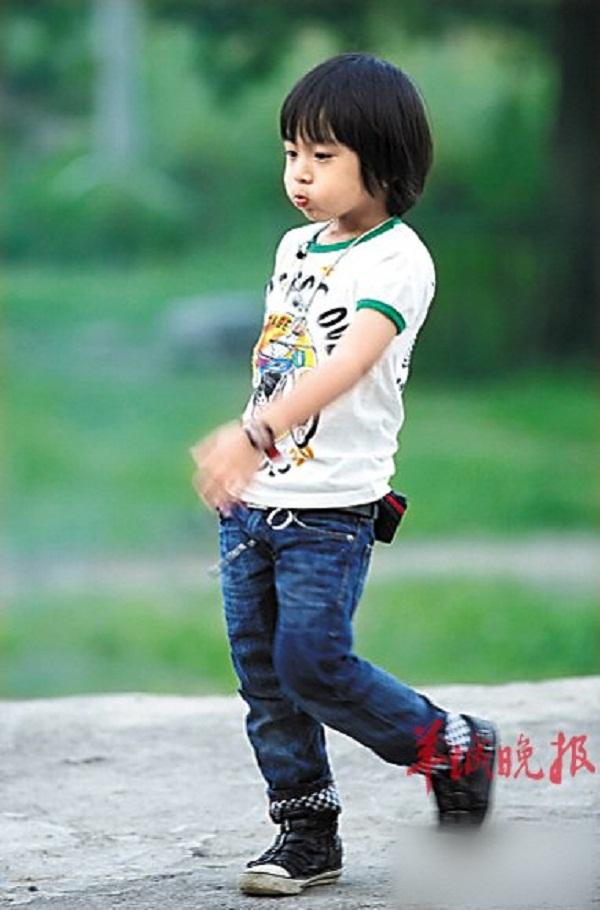 Những khoảnh khắc cực đáng yêu của con trai Lâm Chí Dĩnh 12