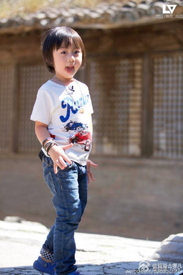 Những khoảnh khắc cực đáng yêu của con trai Lâm Chí Dĩnh 13