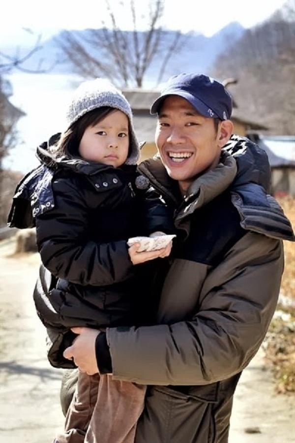 """Fan Hàn muốn loại thành viên mới khỏi show """"Bố ơi mình đi đâu thế?"""" 1"""
