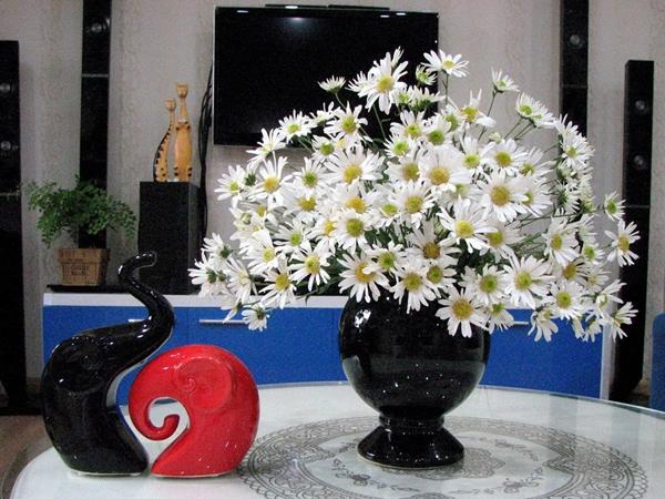 Cách chọn bình và cắm hoa cúc phù hợp với từng không gian sống 1