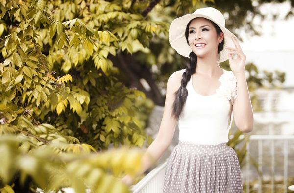 """Sự nghiệp đèn sách quá """"lệch lạc"""" của các Hoa hậu Việt  7"""