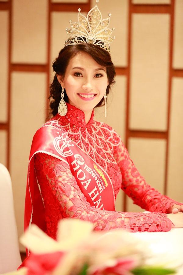 """Sự nghiệp đèn sách quá """"lệch lạc"""" của các Hoa hậu Việt  12"""