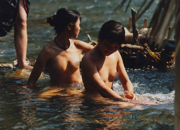Thiếu nữ Thái vô tư tắm tiên bên suối 3