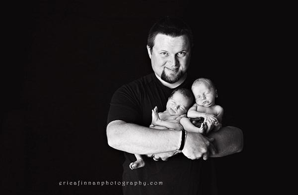 Tan chảy với khoảnh khắc bé sinh đôi trong vòng tay bố 5