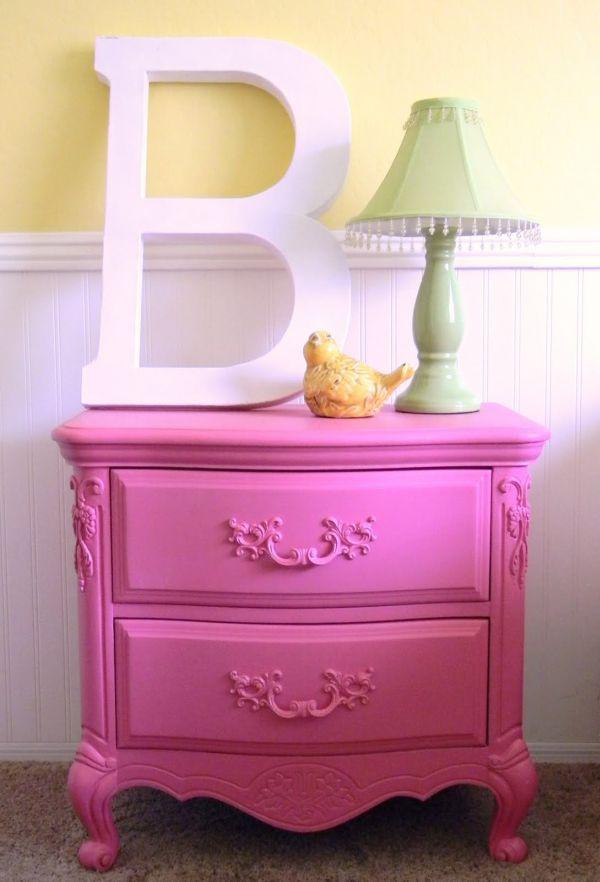 Làm đẹp và sống động không gian nhờ chiếc bàn màu sắc 6