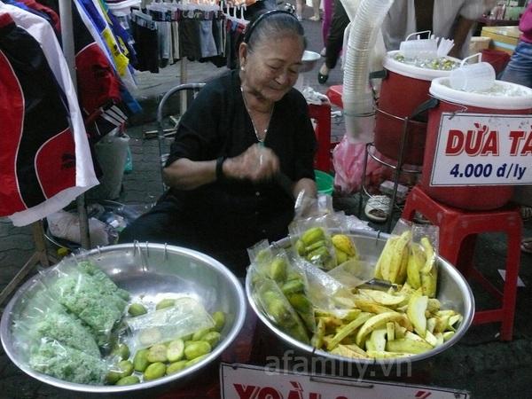 TPHCM: Chợ đêm Hạnh Thông Tây  9