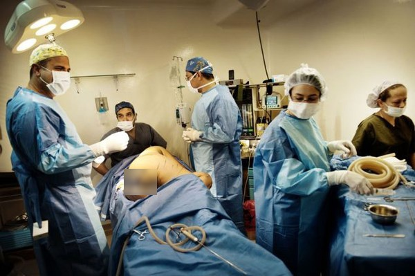 Theo chân một phụ nữ đi du lịch phẫu thuật thẩm mỹ 7