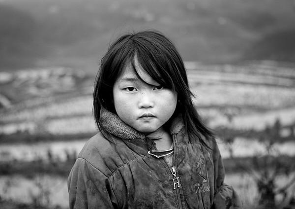 Em bé H'Mông đẹp trong veo dưới ống kính nhiếp ảnh gia nước ngoài 10