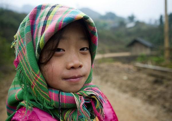 Em bé H'Mông đẹp trong veo dưới ống kính nhiếp ảnh gia nước ngoài 13
