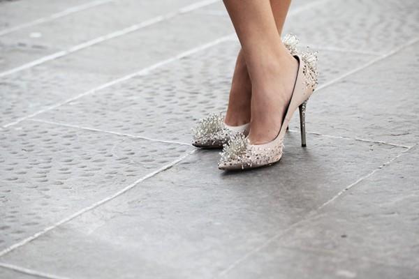 Bí quyết đơn giản giúp nới rộng nhanh chóng giày chật 2