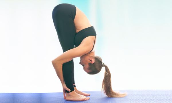 động tác yoga tốt cho tóc 1