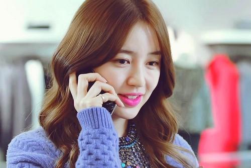 Học phong cách trang điểm môi hồng, lông mày nâu của Yoon Eun Hye 2