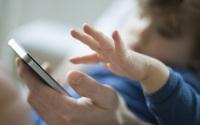 Đừng để smartphone rơi vào tay con trẻ