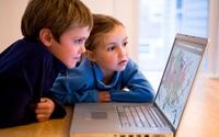 """Mẹ có biết: Internet đang """"tấn công"""" bé?"""