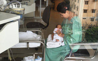 Nhờ phương pháp lấy máu gót chân, bà mẹ này đã phát hiện con gặp bệnh nguy hiểm
