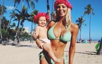 """Mẹ 1 con hứng nhiều """"gạch đá"""" vì... vóc dáng đẹp mê mẩn cả lúc mang bầu và sau sinh"""
