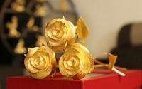 Đại gia chi hơn 800 triệu mua 4 bông hồng đúc vàng nguyên khối tặng bạn gái dịp 8/3