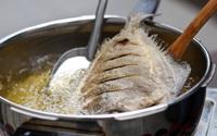 Rán cá hay bị bắn dầu bỏng cả tay là vì bạn quên mất một thao tác cực kì quan trọng