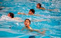Khi đi bơi, tuyệt đối không làm việc này để tránh mắc các bệnh truyền nhiễm