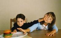 """Khoa học lý giải vì sao con thứ thường có xu hướng """"hư"""" hơn con đầu"""