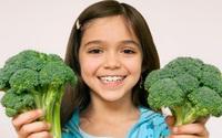 Cho con ăn rau quả vào bữa tối giúp trẻ có kết quả học tập cao hơn